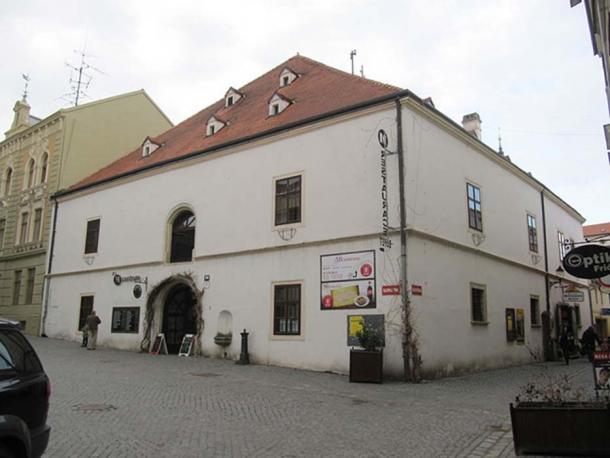 ownhouse (Znojmo), broadside, Chicken Market