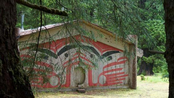 Traditional longhouse in the village (Public Domain)