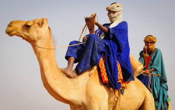 Tuareg men in traditional dress in the Saharan Desert of Mali.