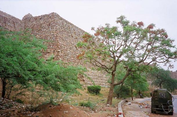 Tughlaqabad massive fort wall