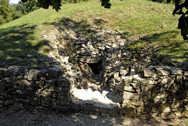 Tumulus C was built in several phases