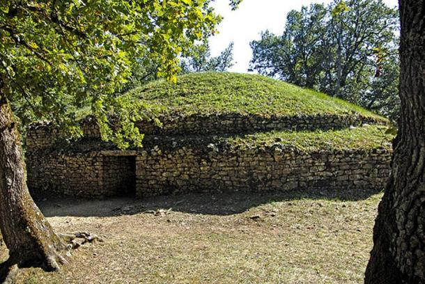 Tumulus E, the oldest barrow at the site