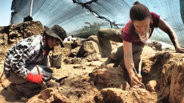 Turkish student Menekşe Türkkan, at left, and Assistant Director of the Chicago-Tübingen Expedition to Zincirli and OI postdoctoral fellow Kathryn Morgan, at right, work on the excavation of an ancient city called Sam'al. (Henrik Brahe)