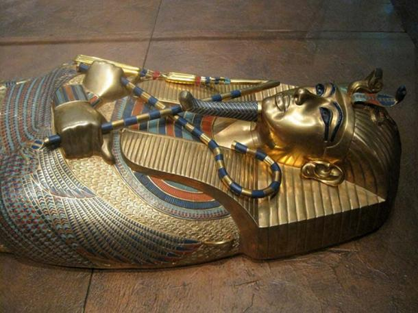 Cover of Tutankhamen coffinette.