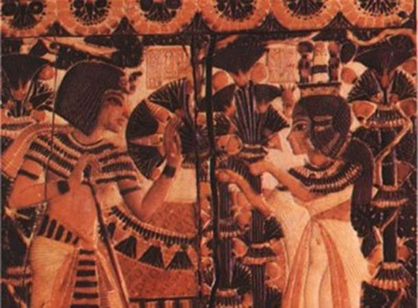 Detail; Tutankhamun receives flowers from Ankhesenamun as a sign of love.