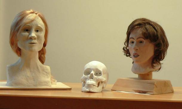 Two 3D face reconstructions of Moora: left by Kerstin Kreutz; right by Sabine Ohlrogge, based on the reconstructed skull in the middle.