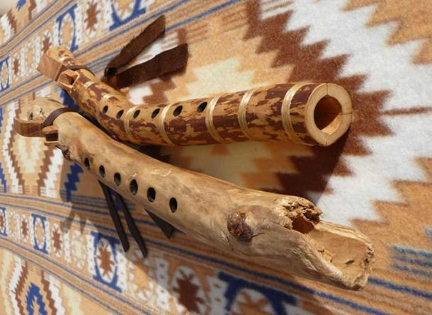 Two Native American flutes crafted from branches by Robert Willasch. (CC BY-SA 4.0)