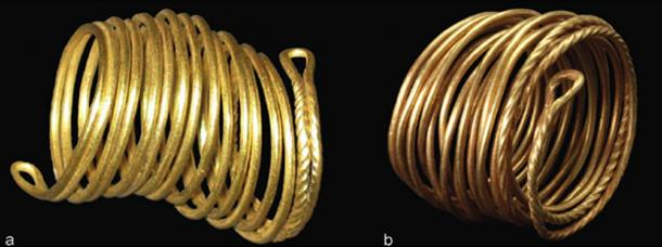 Two gold rings detected in the Tollense valley (a: Weltzin 32, l. 2,9 cm. Photo J. Krüger; b: Weltzin 4, l. 3,1 cm.