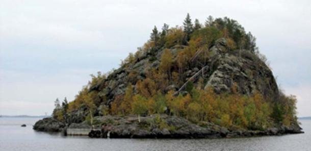 Ukonkivi, Ukko's rock, in Lake Inariin, Lapland, Finland. Ukonkivi was a holy site to the local Sami. Archeological finds, apparently offerings, have been found at site. (Bff / CC BY-SA 3.0)