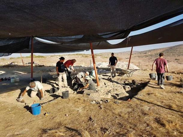 Uncovering the structure. (Image: Michal Haber, Israel Antiquities Authority)