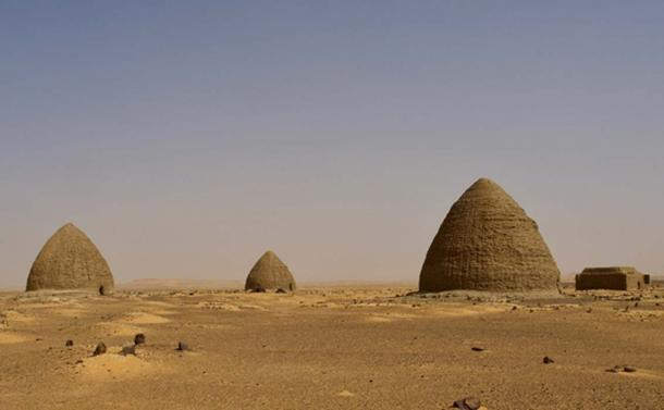 Unique Bee-hive Nubian tombs (de Walick, L / CC BY 2.0)