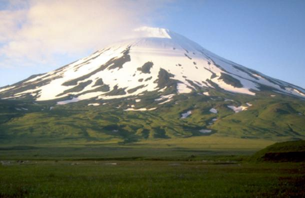 Mount Vsevidof on the island of Umnak, Alaska. (Public Domain)
