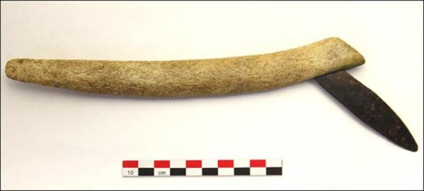 A traditional Karasuk-style knife that was found in the grave, but there was no suggestion this was an implement used for the surgery.