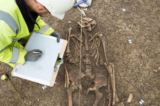 Unusual Roman era burial. Image: ©Highways Commission, courtesy of MOLA Headland Infrastructure