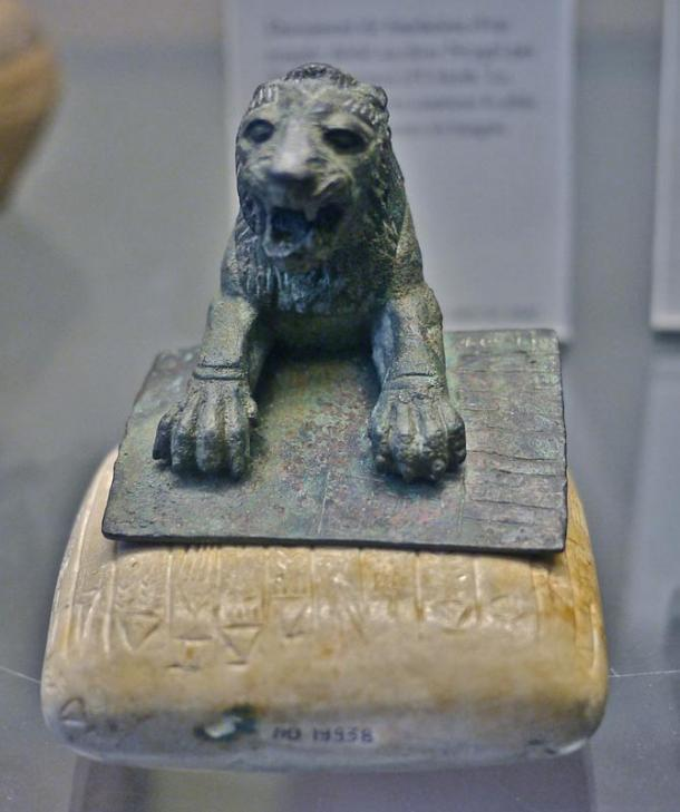 An Urkish lion and accompanying stone tablet bearing the earliest known text in Hurrian.