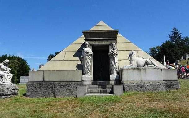 Van Ness and Parsons Pyramid Mausoleum, Green Wood Cemetery, Brooklyn. (CC BY 4.0)