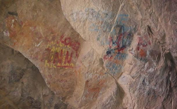 Vandalism at Cuevas de Anzota, Chile. (Image: Felipe Sandoval, Twitter)