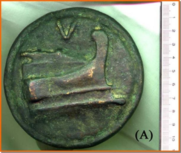 """Verso"" of the same coin, with the 'Bow of ship' and the indication of the weight, 'V', equal to five pounds, or over 1,300 grams (Image: Courtesy Dr Roberto Volterri)"
