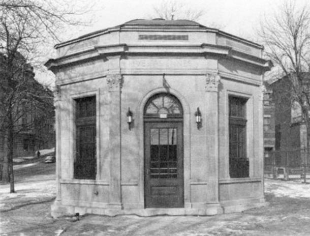 Vespasienne in Montreal, Quebec, Canada (1930)
