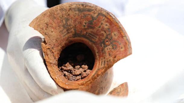 Vessels unearthed at site in Tiwanaku City, Bolivia. Source: Ministerio de Culturas y Turismo de Bolivia / Facebook.