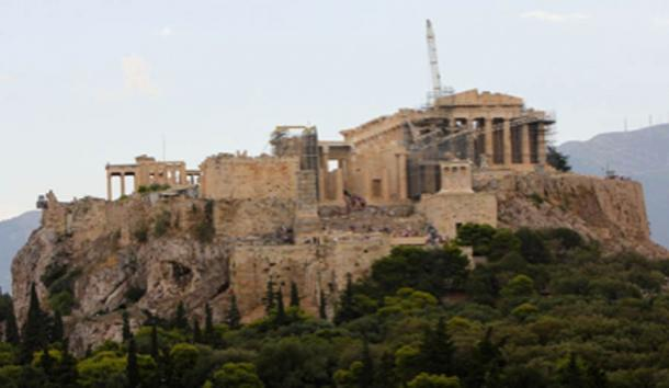 View east toward the Athens Acropolis under construction during summer 2014. (Ziegoat / CC BY-SA 4.0)