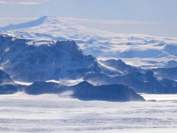 View from a plane of the front range of the Transantarctic Mountains.
