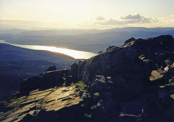 View from the summit of Scotland's Mount Schiehallion looking over loch Rannoch into the setting sun, one of the alleged locations of the legendary Mount Heredom. (CC BY-SA 2.0)