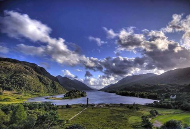 View of Glenfinnan monument and Loch Shiel. (Gil Cavalcanti/CC BY SA 3.0)