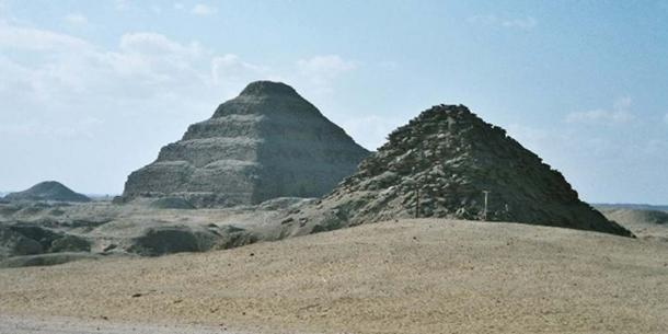 View of Saqqara necropolis, including Djoser's step pyramid (center), the Pyramid of Unas (left) and the Pyramid of Userkaf (right). (Hajor/CC BY SA 3.0)