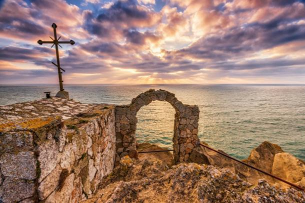 View of sunrise looking out from Kaliakra fortress. (Image:© diyanadimitrova/fotolia)