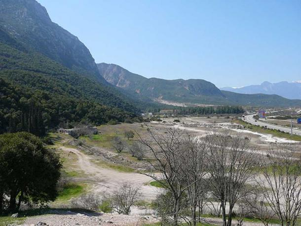 View of the Thermopylae pass at the area of the Phoenician Wall. In ancient times the coastline would have been where the modern road lies, or possibly even closer to the mountain.