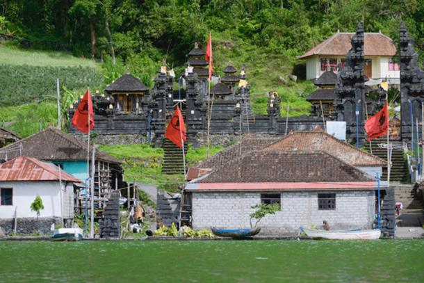 View of the ancient village Trunyan and Hindu Temple from Lake Batur, Bali. (dani3315 / Adobe Stock)