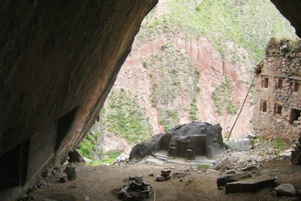 View of the Ñaupa Waka site from inside the cave
