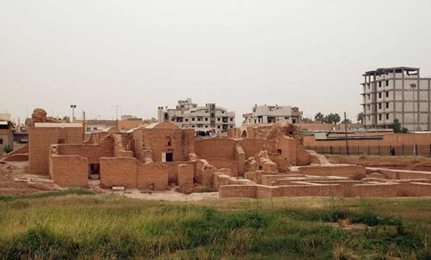 View on Qasr al-Banat from east city of Ar-Raqqa Ar-Raqqah Governorate (CC BY-SA 3.0)