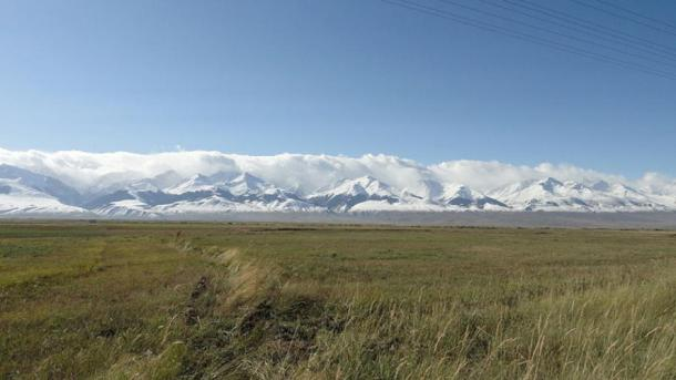 View of the At-Bashy mountain range in Kyrgyzstan. (Thermokarst / Public domain)