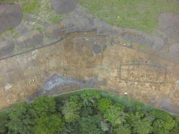 A drone image of the Viking Age tower (with pit-houses on top of the north wall) and north-south facing house. North is on the left-hand side.