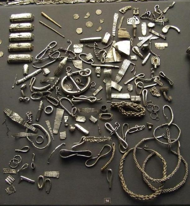 A selection of Viking silver from the Cuerdale hoard in the British Museum. Buried in around 905, found in 1840. (CC BY-SA 3.0)