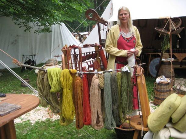 The Vikings extracted colors from roots, plants and insects. In addition, there were imported some dyes from Constantinople and other trade hubs. (Photo: fargeneforteller.blogspot.no)