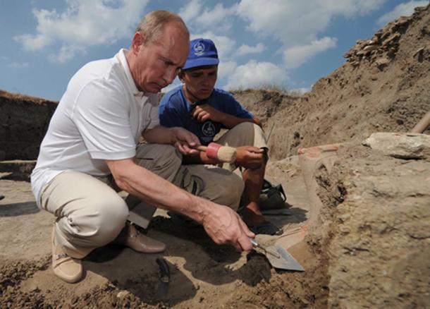 Vladimir Putin visiting the excavation site of the ancient Greek city of Phanagoria on Russia's Taman Peninsula, 2011. (Vladimir Putin website)