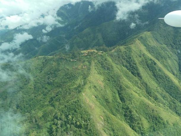 Waim village as seen from the air, in the rugged highlands where the Papua New Guinea artifacts were found. (UNSW / Ben Shaw)