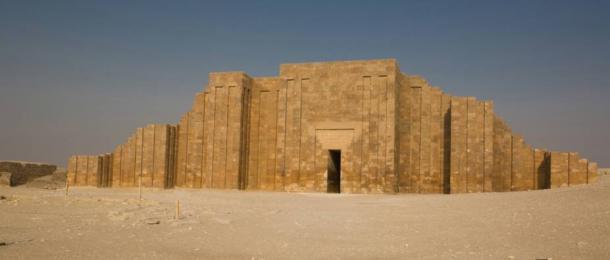 Wall at the Step Pyramid of Saqqara - La magnifica pirámide escalonada de Zoser en Saqqara