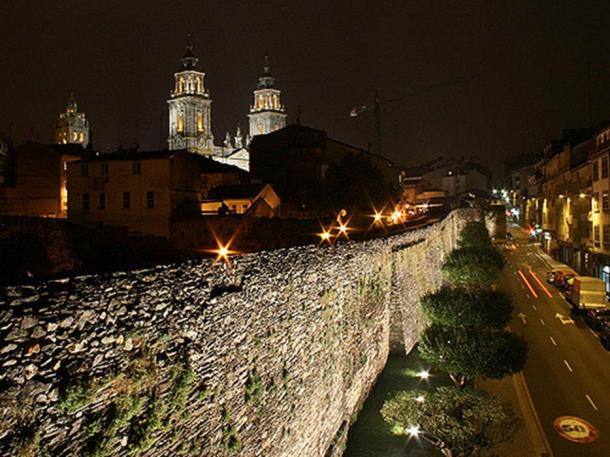 Walls of Lugo during the night.