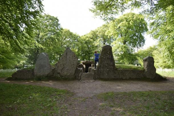 Wayland's Smithy, an ancient burial site over 5000 years old. (© Graham Phillips)