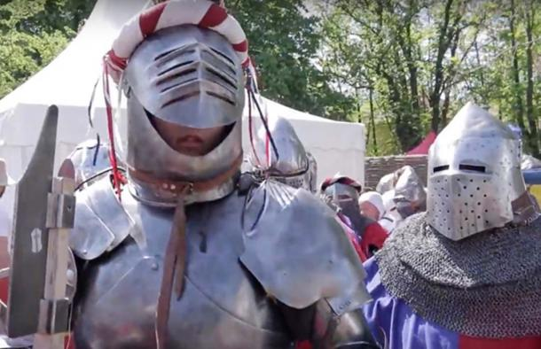 Wearing armor during the Medieval combat was a struggle. (Wranglerstar / YouTube Screenshot)