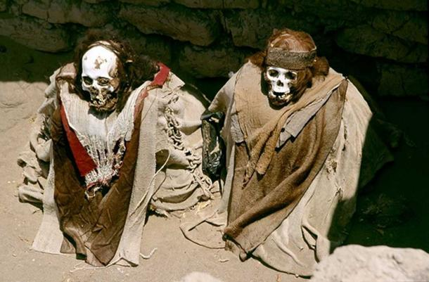 Well-preserved mummies in the Cemetery of Chauchilla, 30 km away from Nazca. (CC BY-SA 2.5)