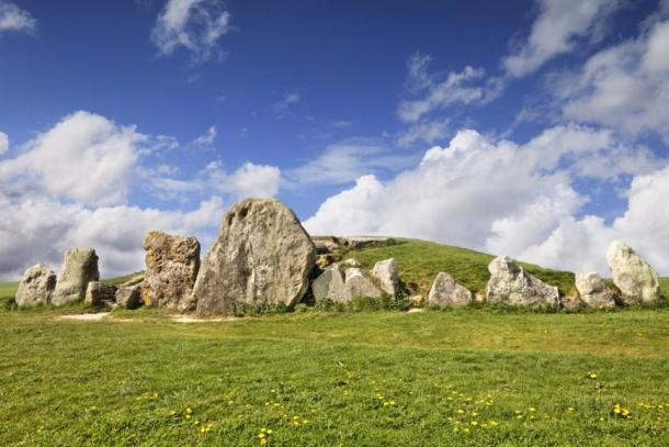 West Kennet Long Barrow (Colin & Linda McKie / Fotolia)