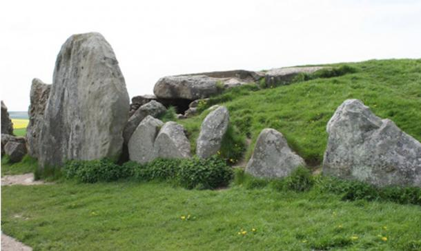 West Kennet Long Barrow, Avebury, Wiltshire, England