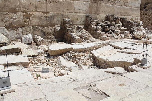 The Western Wall at the Davidson Center - Jerusalem Archaeological Park, Jerusalem. (Deror_avi / CC BY-SA 3.0)