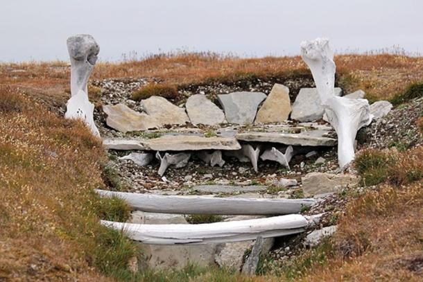 Whalebone used in the building of an ancient Thule home. Resolute, Nunavut, Canada. (Timkal/CC BY SA 3.0)