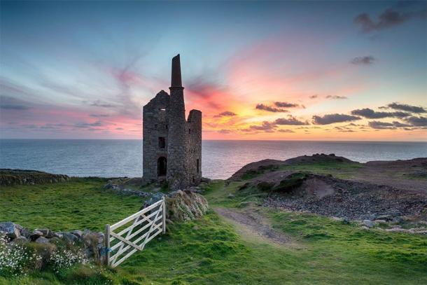 Wheal Owles Mine at Botallack on the Cornwall coast (Helen Hotson / Adobe Stock)